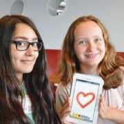 Mädchen programmieren Apps