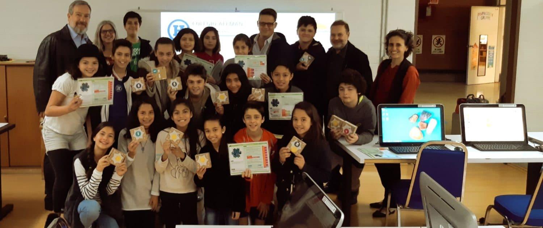Schülerklasse im Mexiko programmiert Calliope im Unterricht