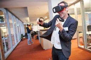 Lehrer in der Virtual Reality beim Firmenbesuch bei Statista beim Digital Summit 2020. Einer Lehrerkonferenz zum Thema Digitalisierung