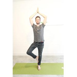 Yogapose Baum