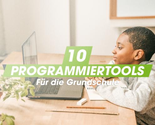 Junge am Rechner - 10 Programmiertools für die Grundschule