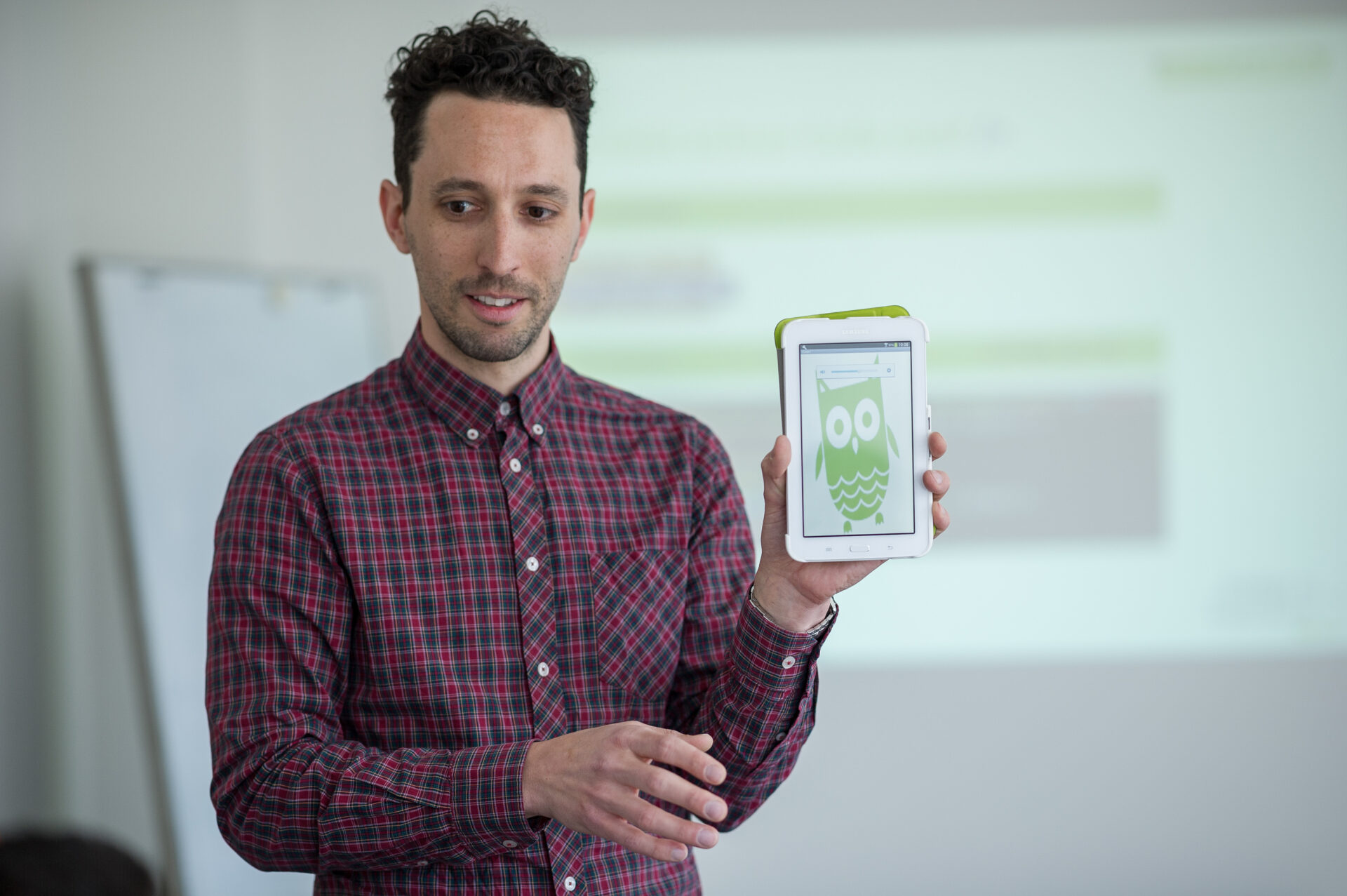 Philipp Knodel mit Tablet