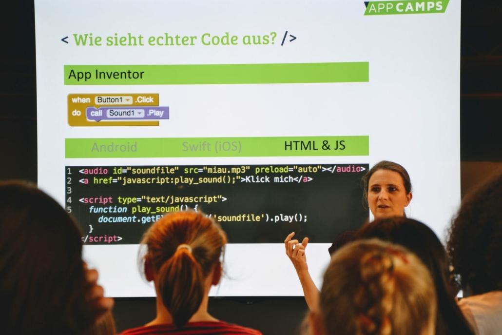 Diana Knodel erklärt den App Inventor